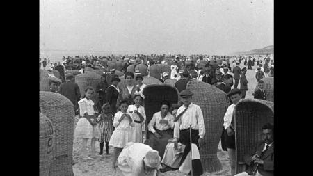 HVB FO 00009 Strandleven, Bergen aan Zee, augustus 1919
