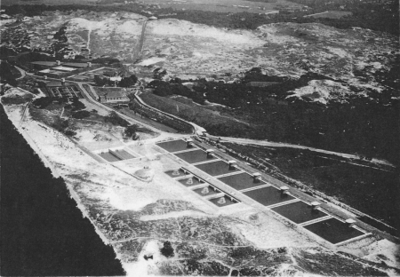 HVB FO 00237  Luchtfoto van het waterleidingbedrijf