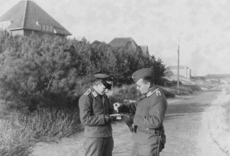 HVB FO 00243  Luftwaffe-militairen in Bergen aan Zee