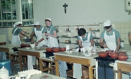 HVB FO 00307  Kookles bij Augustinus Huishoudschool