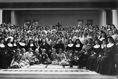 HVB FO 00314  Docenten en leerlingen van de St. Augustinus Huishoudschool