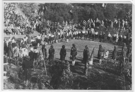 HVB FO 00318  Padvindsters in openluchttheater tijdens bevrijdingsfeest, 1946
