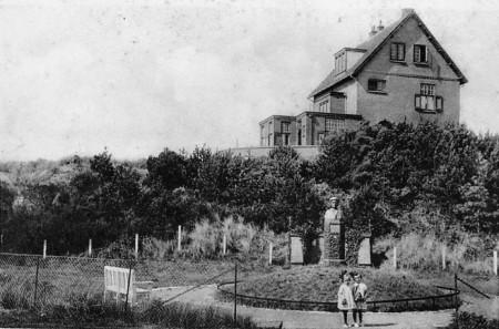 HVB FO 00343  Villa Ulysses met borstbeeld Mw Van Reenen-Völter.tif