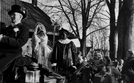 HVB FO 00367 Aankomst Sinterklaas op station Bergen, 1950