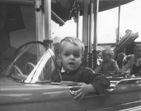 HVB FO 00374  Kermis op het Plein, 1965. Het jongetje is Arnold Schouten