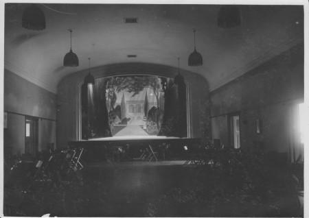 HVB FO 00384  Toneelzaal van de Rustende Jager, ca 1925