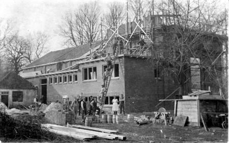 HVB FO 00386  Bouw nieuwe toneelzaal en serre bij de Rustende Jager, 1926