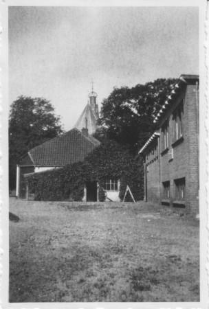 HVB FO 00402  Toneelzaal en voormalige doorrijstal van de Rustende Jager, omstreeks 1960