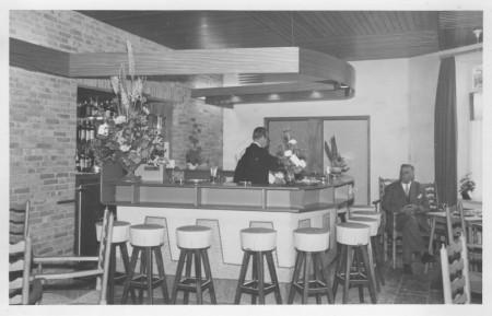 HVB FO 00406  De bar van de Taverne, 1961