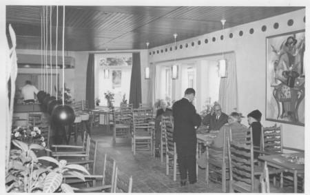 HVB FO 00407  Interieur van de Taverne, 1961