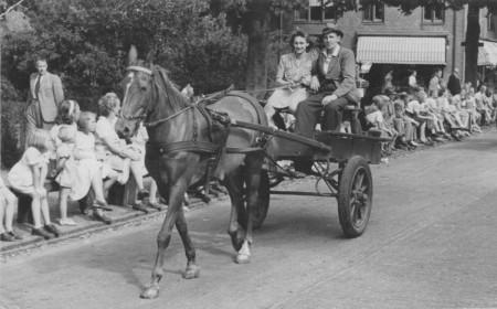 HVB FO 00495  Ringsteken op Koninginnedag 1947