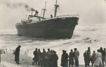 HVB FO 00504  De Katingo op het strand bij Bergen aan Zee (1)
