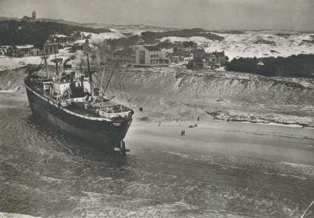 HVB FO 00506  De Katingo op het strand bij Bergen aan Zee
