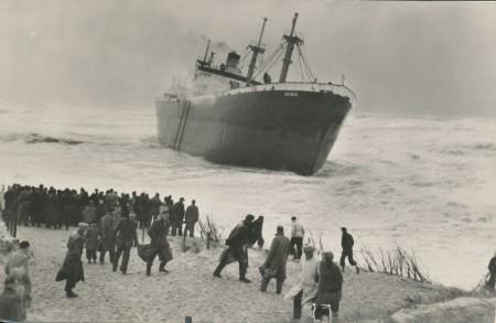HVB FO 00507  De Katingo op het strand bij Bergen aan Zee