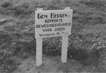 HVB FO 00524  Bord ''Gem. Bergen NH Beperkte bewegingsvrijheid voor Joden'', 1941