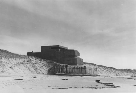 HVB FO 00533  Bunker aan het strand bij Bergen aan Zee, 1949