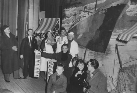 HVB FO 00563  Revue over de gestrande Katingo, 19 januari 1955