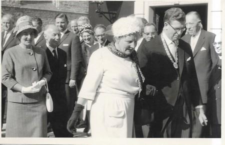 HVB FO 00624  Koningin Juliana bezoekt Bergen