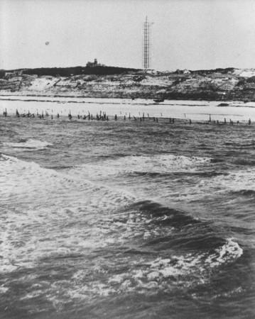 HVB FO 00662   Strand Bergen aan Zee met versperringen en radartoren
