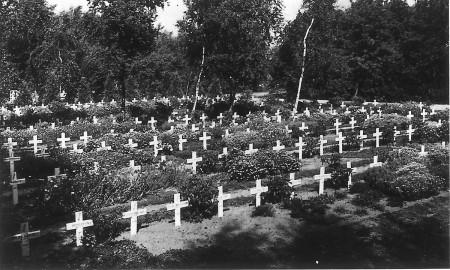 HVB FO 00664  Geallieerde oorlogsgraven aan de Kerkedijk
