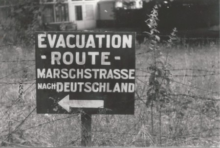 HVB FO 00671  Routebord voor afmarcherende Duitsers