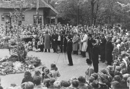 HVB FO 00674  Eerste dodenherdenking, 4 mei 1946