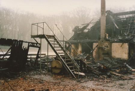HVB FO 00678  Ezelenkrocht na de brand
