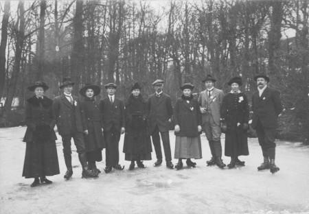 HVB FO 00683  Schaatsers bij Oude Hof, ca 1915