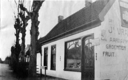 HVB FO 00714  Groentewinkel van Vrasdonk aan de Loudelsweg