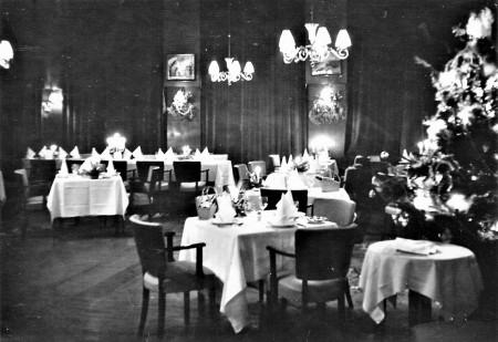 HVB FO 00752  Restaurant van de Rustende Jager met Kerst, jaren '60