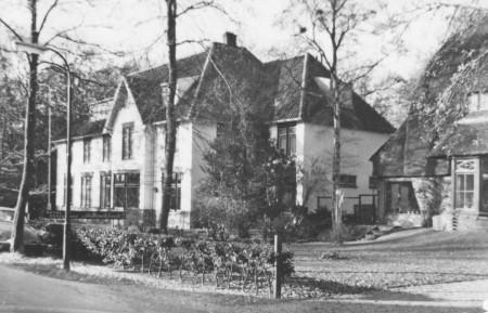 HVB FO 00173  Hotel-restaurant De Boschhoek, Studler van Surcklaan 14, poststempel 1973