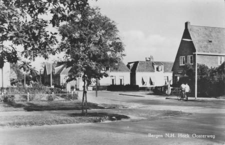 HVB FO 00180  Oosterweg hoek Bergerweg, omstreeks 1960
